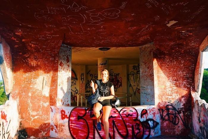 Hình vẽ graffiti khắp nơi