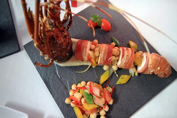 Món thịt ba rọi cuộn cá và tôm hùm thực sự bắt mắt. Hội thi được tổ chức nhân sự kiện Đại hội thể thao bãi biển châu Á 2016 đang diễn ra tại Đà Nẵng.