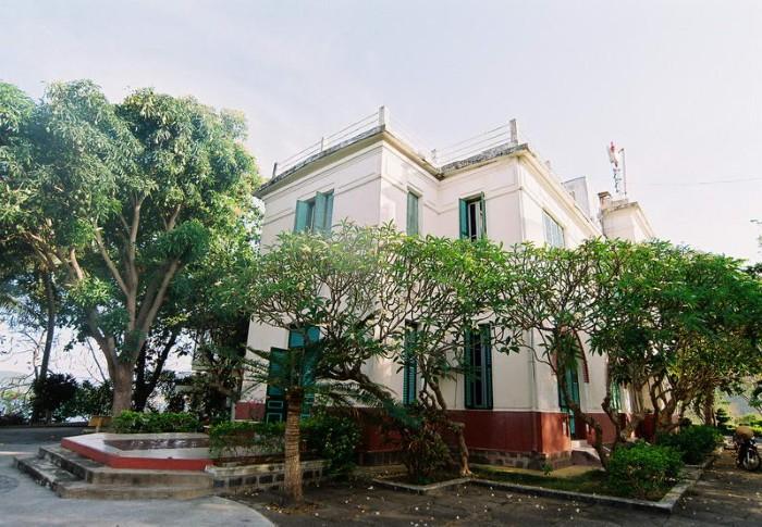 Biệt điện vua Bảo Đại kiêu sa bên vịnh Nha Trang - Ảnh: chupanhdao.com