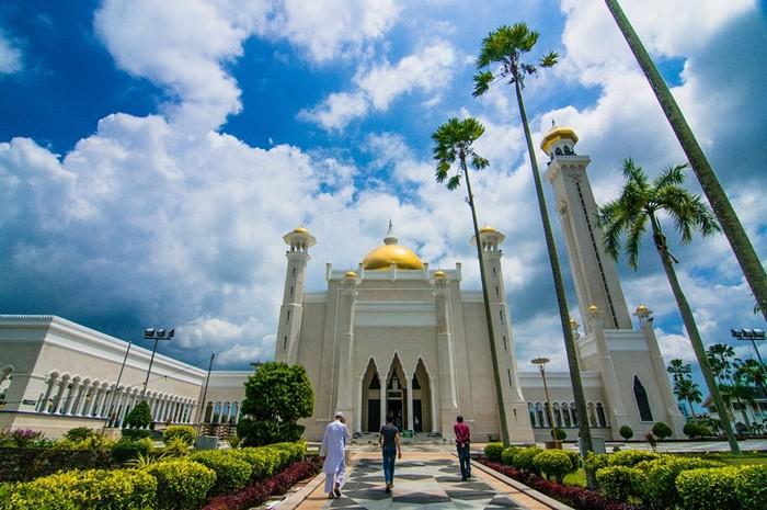 Một trong những kỷ niệm khó quên nhất là Hằng từng chui vào nhà vệ sinh để ăn bánh lén lút trước khi ngất xỉu vì đói ở Brunei.