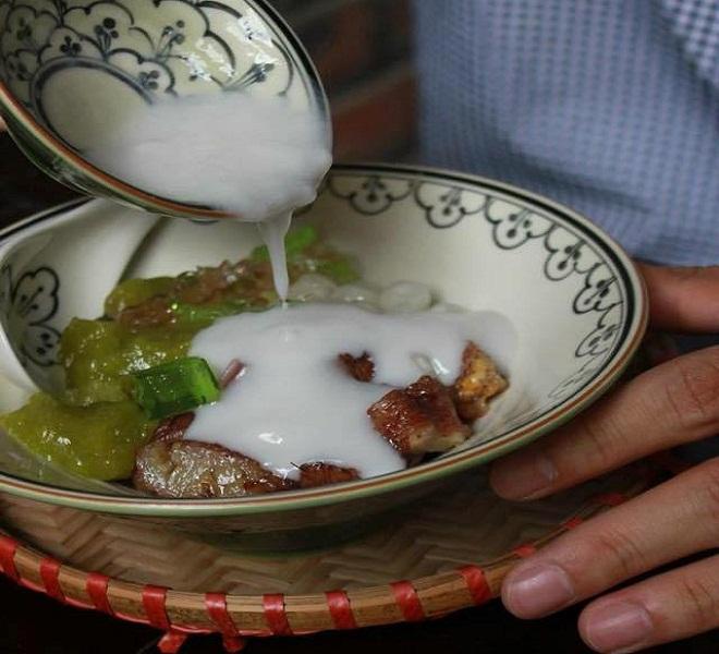 Chè chuối cốm nếp nướng:Chế biến từ thức quà dân dã của mùa thu, chè chuối cốm thường được ăn nóng.