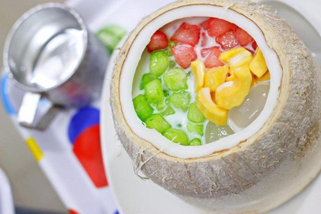 Chè củ năng trái dừa:Đây là loại chè có nguồn gốc Thái Lan, hấp dẫn từ màu sắc tới hương vị.