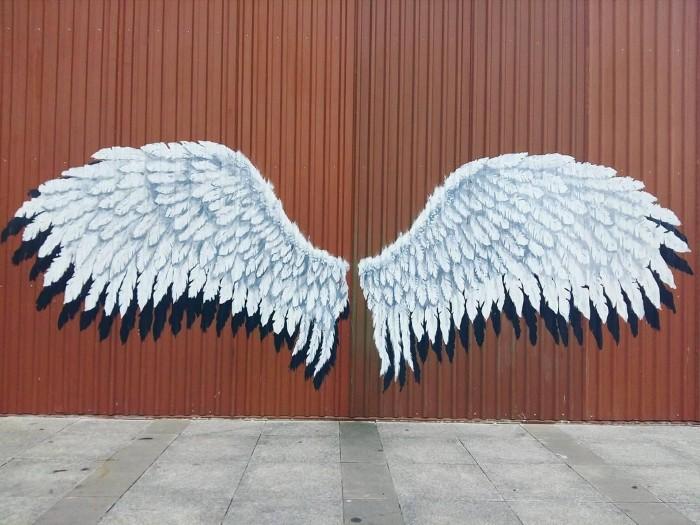 Đôi cánh thiên thần tại Emart - Ảnh: @alexyeon
