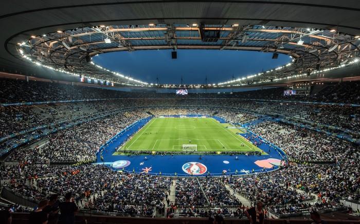 Khung khí Euro bao trùm sân vận động nguy nga