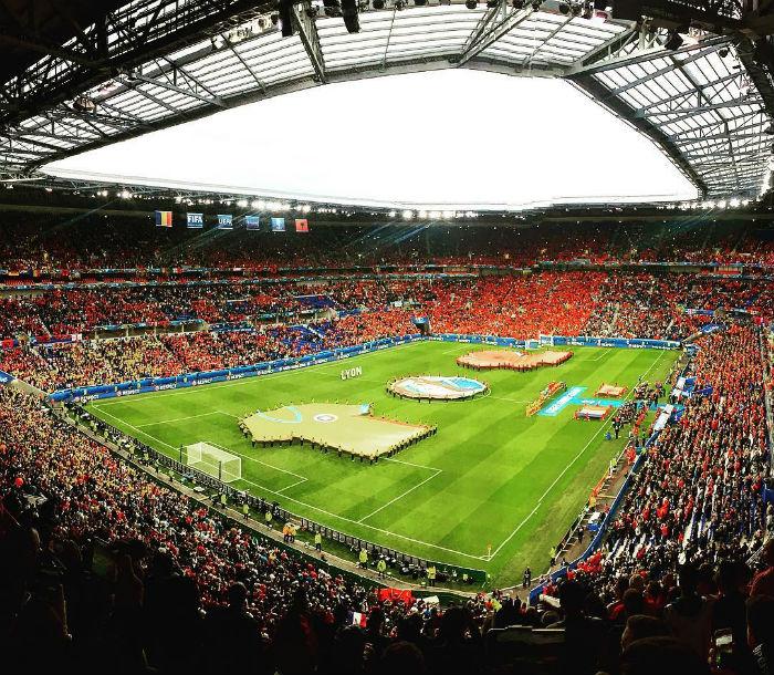 Sân vận động Lyon phủ sắc màu các đội bóng