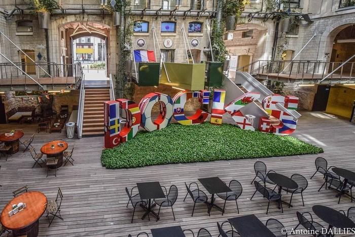 Những quán xá được trang trí sắc màu Euro
