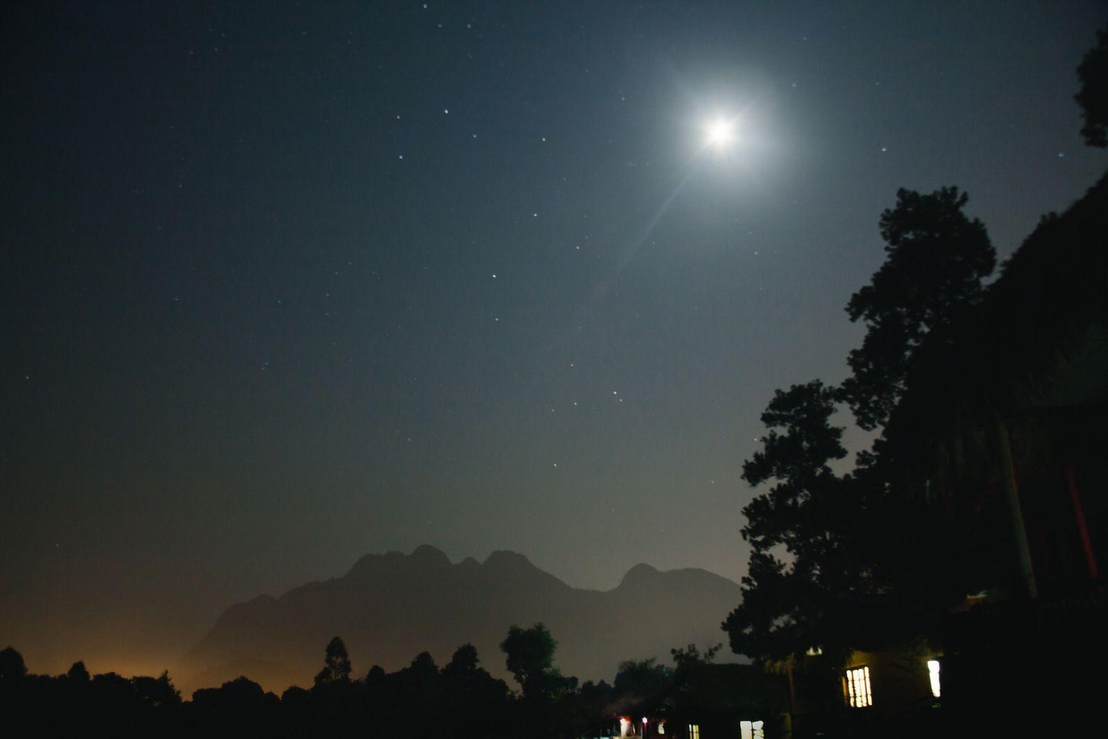 Hà Giang còn có sắc màu lung linh của trăng, của sao đêm
