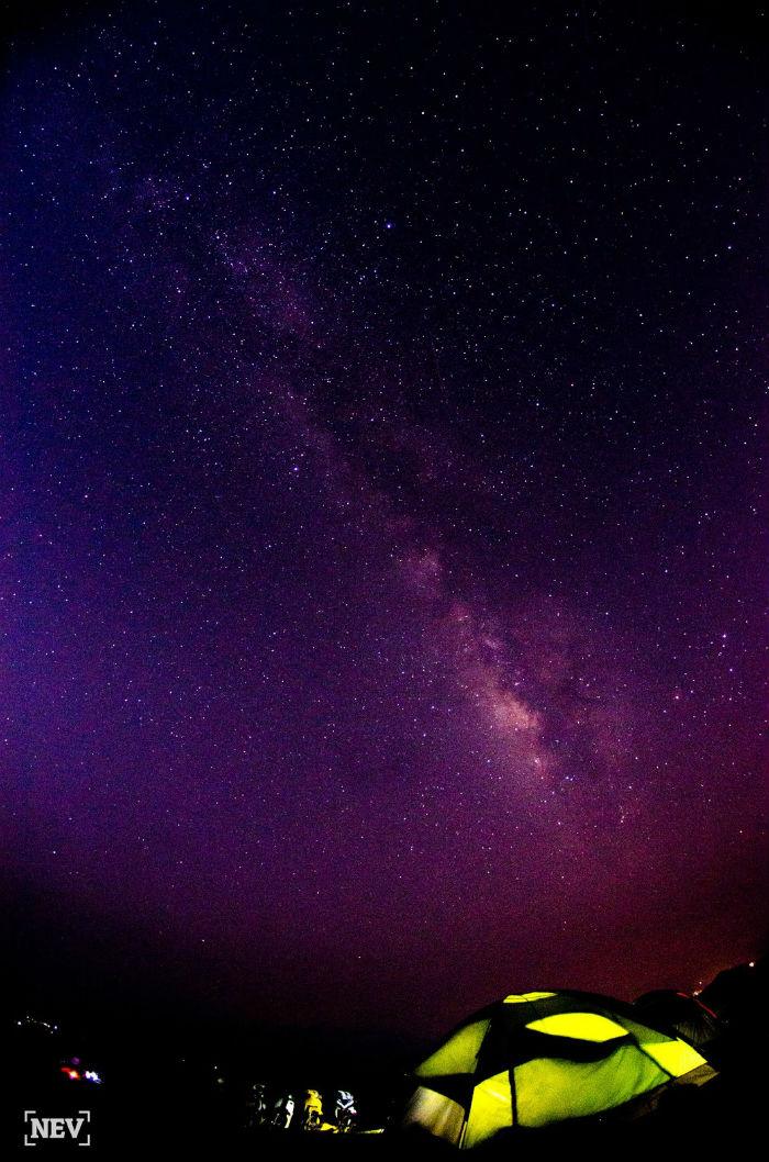 Cắm trại qua đêm thưởng ngoạn bầu trời huyễn hoặc
