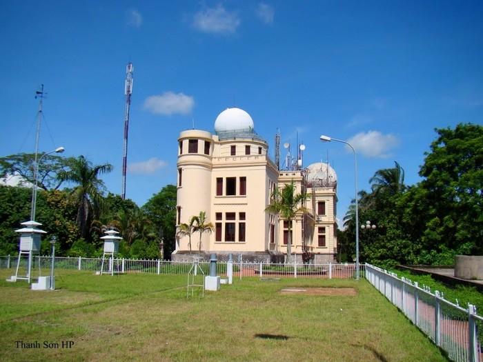 Đài thiên văn Phù Liễn trầm tư trên đất Huế