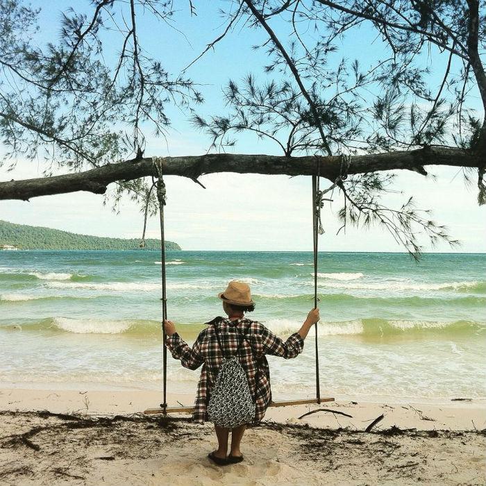 Sẽ như thế nào nếu em muốn chia sẻ một câu chuyện vui khi du lịch một mình