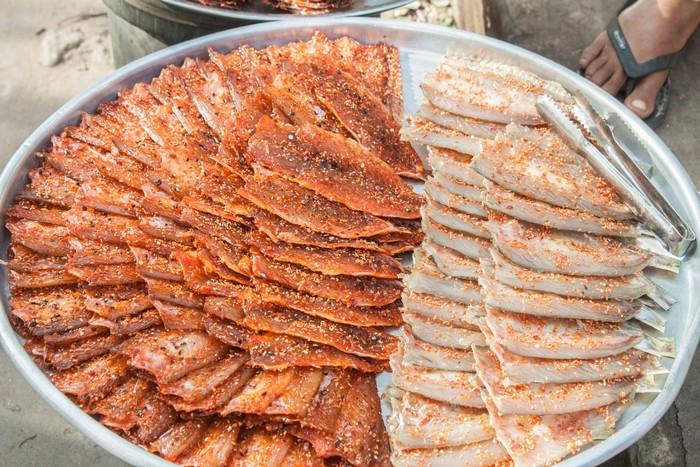 Hải sản khô được bày bán hấp dẫn