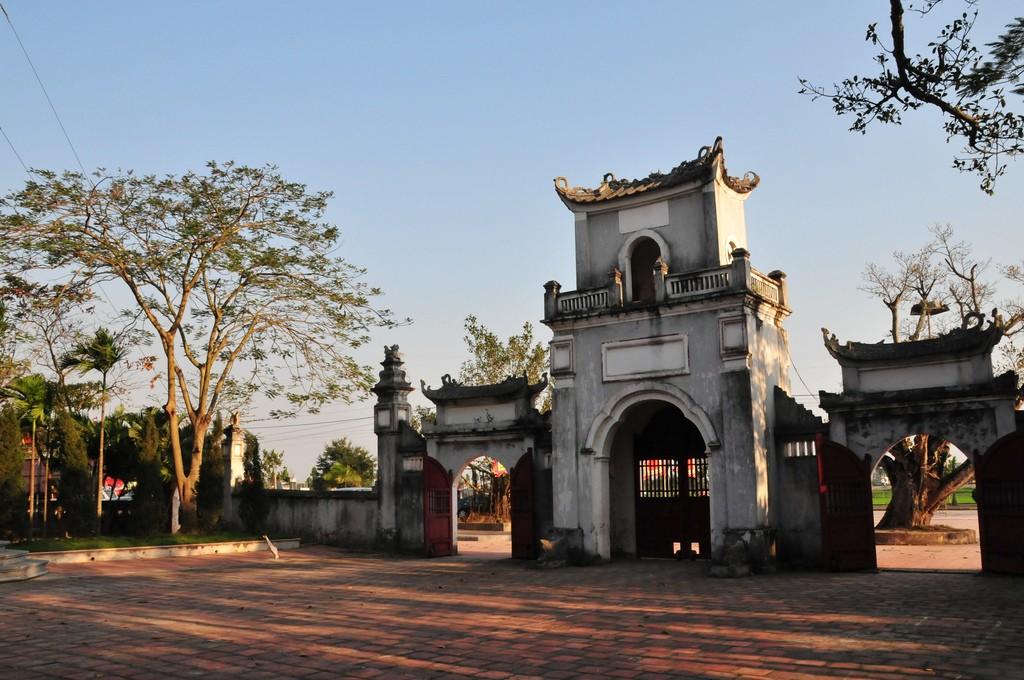 Một góc cổ kính của đền Trần
