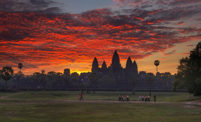 Huyền ảo một màu Angkor