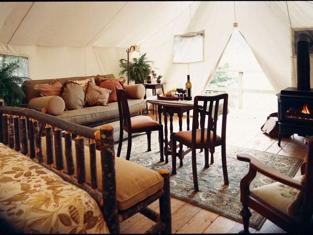 Tiện nghi bên trong một căn lều