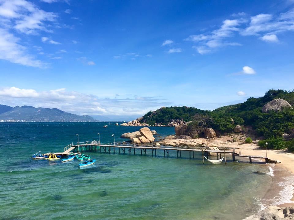 Biển trong xanh Bình Lập