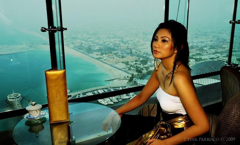 Thưởng thức hương vị tuyệt vời ở quầy bar và ngắm Dubai trong tầm mắt
