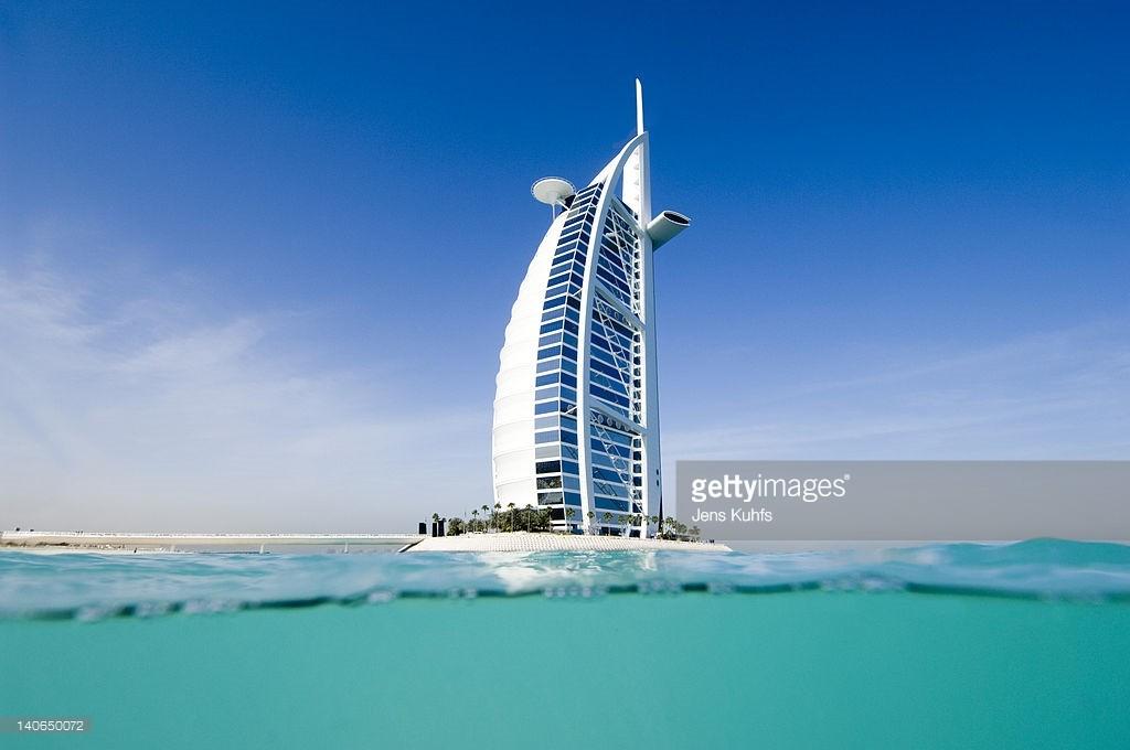 Burj AI Arab tựa như cánh buồm vươn mình ra biển lớn