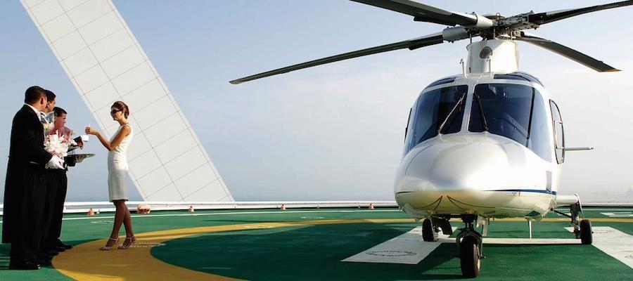 Hay chiếc trực thăng đã sẵn sàng phục vụ du khách