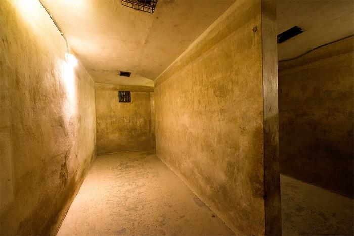 Trước đây, hệ thống thông hơi của hầm đã được bố trí, đảm bảo không khí cho 40 khách xuống trú bom. Có những ngày, mọi người xuống trú bom đến 6 lần hoặc phải nghỉ lại qua đêm.