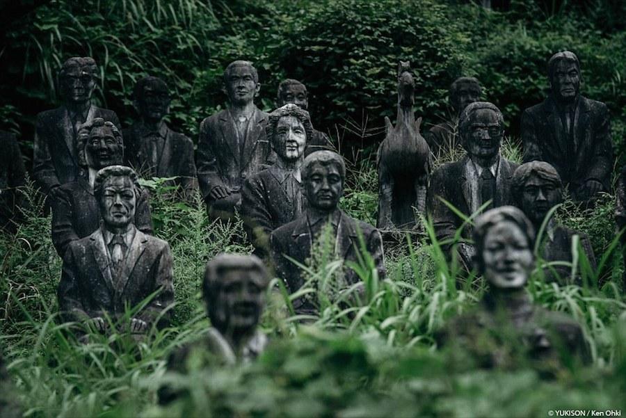 Một công viên bỏ hoang với 800 bức tượng người là nơi không dành cho những vị khách yếu tim.
