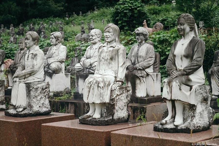Chủ nhân của công viên tượng đá là ông Mutsuo Furukawa, một doanh nhân địa phương giàu có.