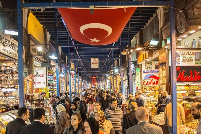 Khu chợ Grand Bazzar lúc nào cũng đông đúc du khách