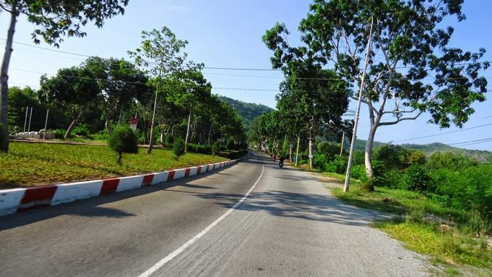 Con đường nhựa dẫn lối về Long Sơn