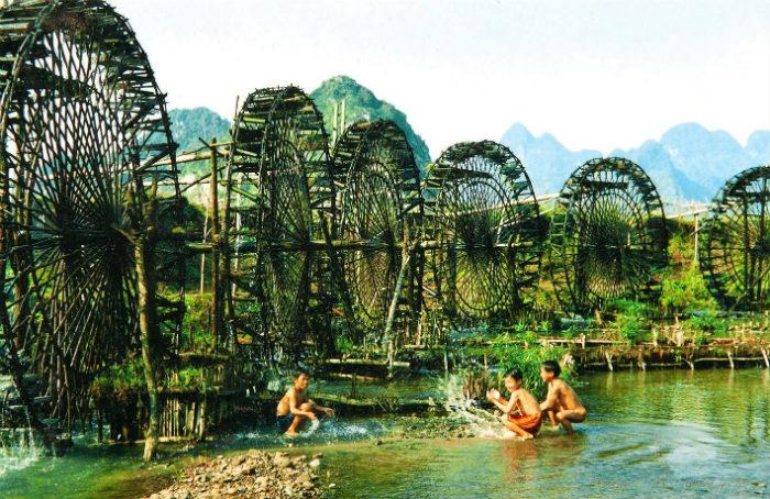 Những guồng nước trên đường vào thác bản Hiêu