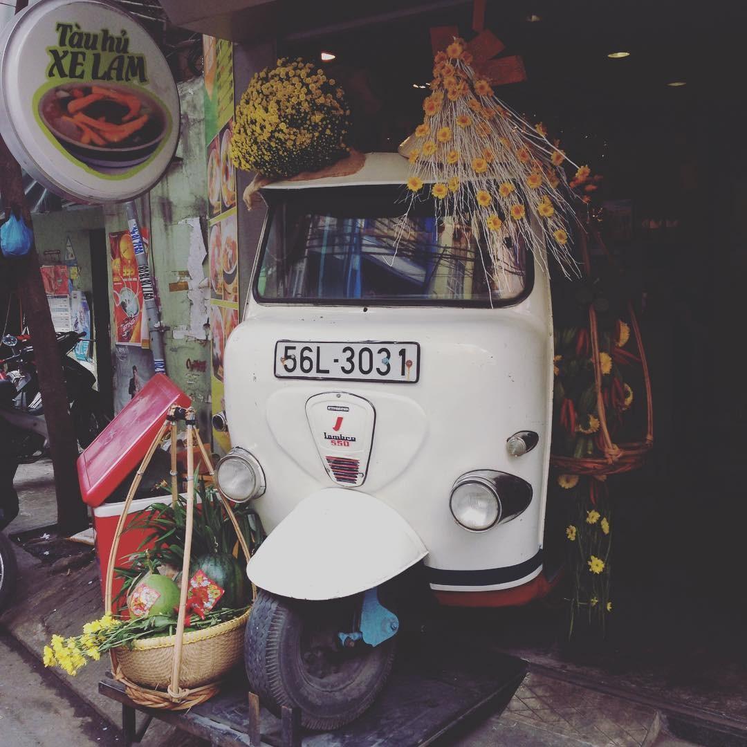 Tàu hủ xe lam đón Tết Việt siêu yêu