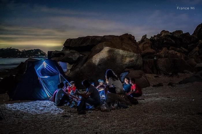 Một đêm cắm trại đón ánh bình minh bên bạn bè, sẽ là kỉ niệm về một tuổi trẻ đã qua