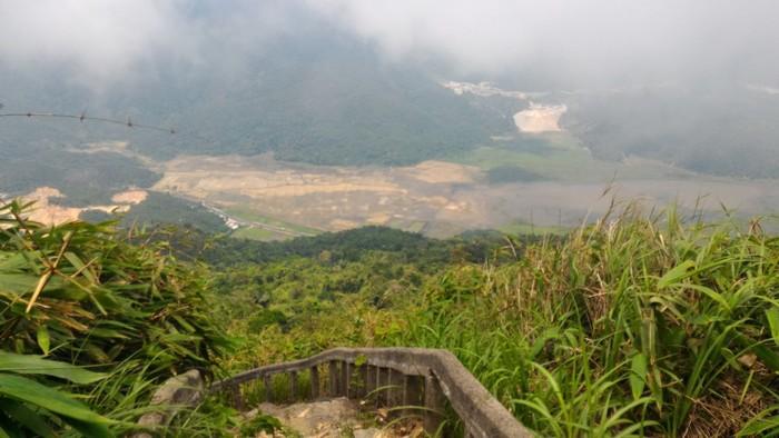 Đường lên núi khó khăn