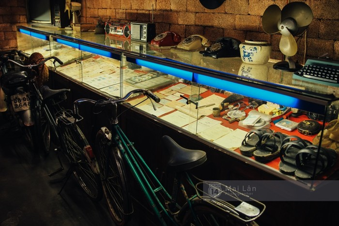 Nơi trưng bày những món đồ cũ ở cửa hàng 46 An Dương.