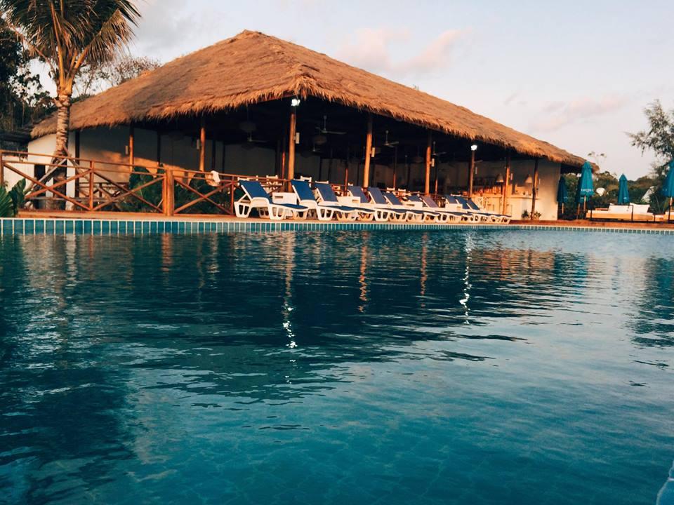 Pool & restaurant The One Resort