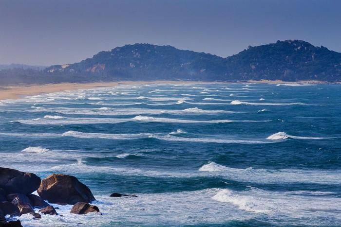 Sóng bạc đầu vỗ về mảnh đất Phú Yên