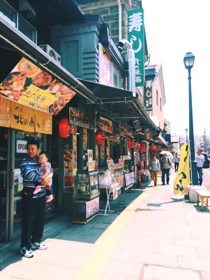 Một góc phố của con đường Sushi trứ danh