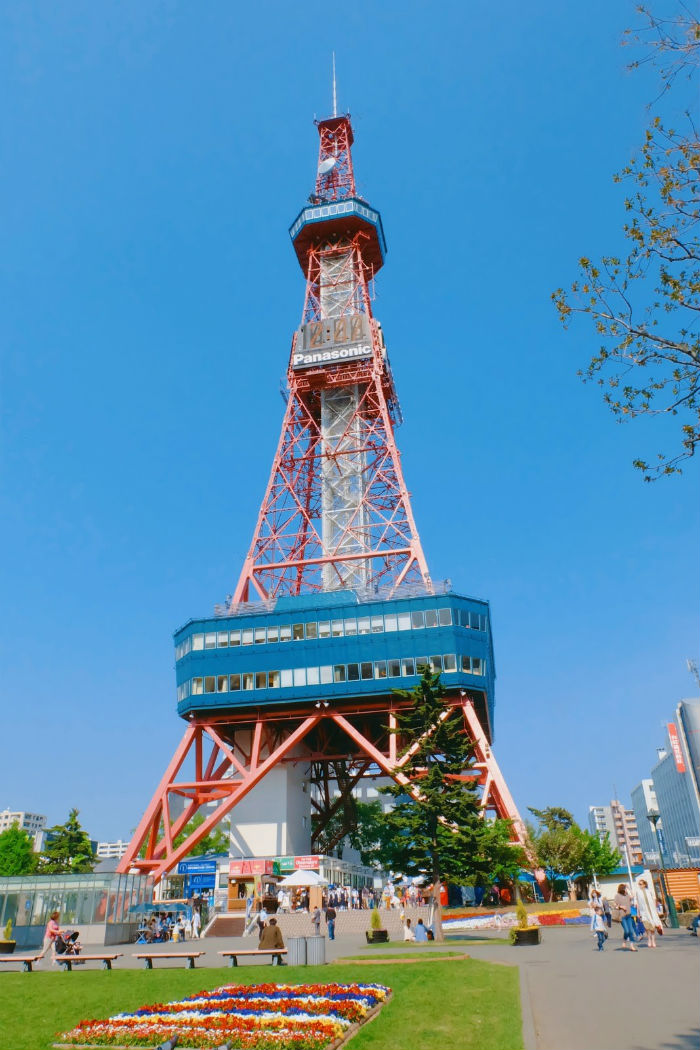 Tháp truyền hình Sapporo đẹp không kém gì tháp Tokyo nổi tiếng