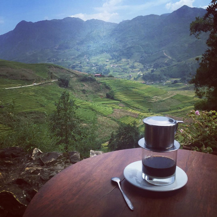 Cốc cà phê sáng hạnh phúc