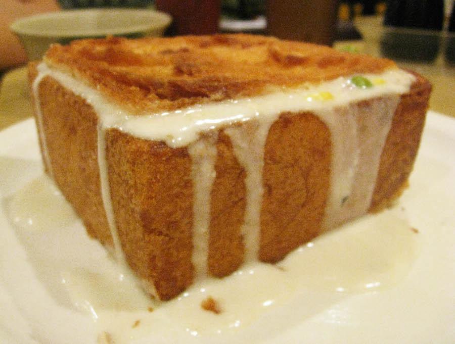 Bánh mì quan tài ra đời năm 1940 do một đầu bếp tên Hsu sáng tạo.