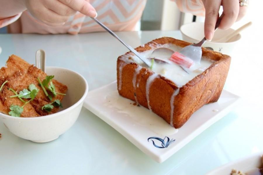 Bành mì quan tài luôn nằm trong danh sách món ăn đường phố nổi tiếng và được ưa thích nhất tại Đài Loan.