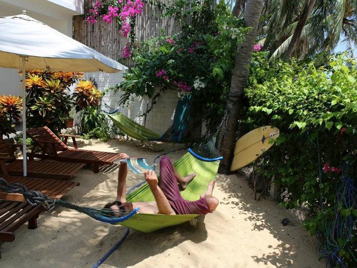Du khách thích thú với không gian ngập nắng