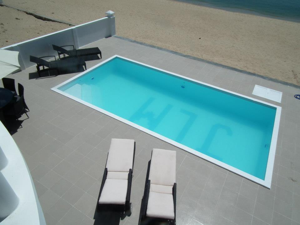 Không gian vui chơi rộng rãi và hồ bơi hướng biển