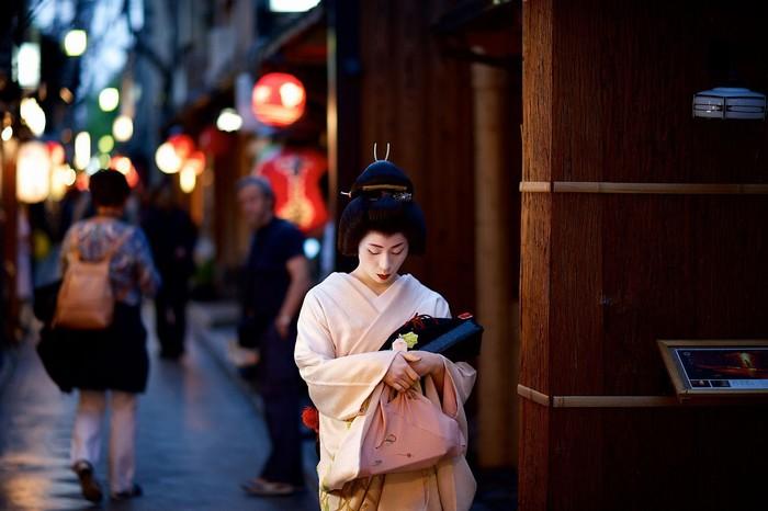 Nàng Geisha xinh đẹp trên phố cổ