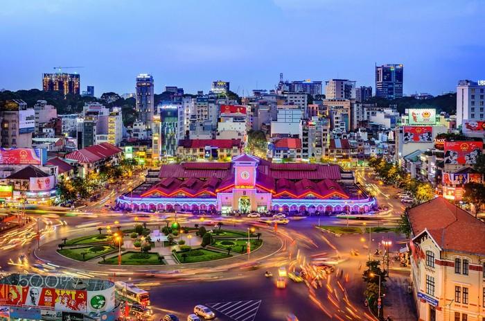 Chợ Bến Thành tọa lạc ngay trung tâm Sài Gòn