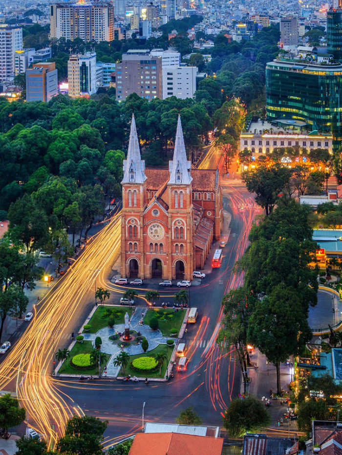 Nhà thờ Đức Bà - nơi bình yên giữa Sài Gòn sầm uất