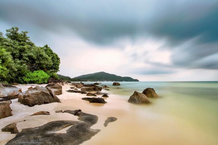 Cảnh biển ngày bão