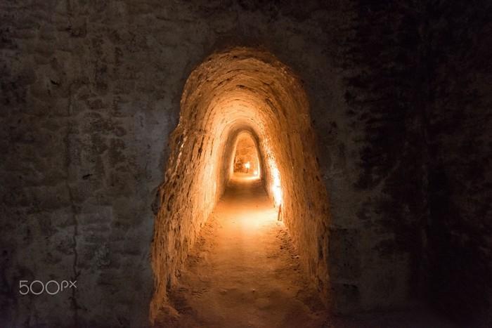 Đường hầm hun hút ở địa đạo Củ Chi