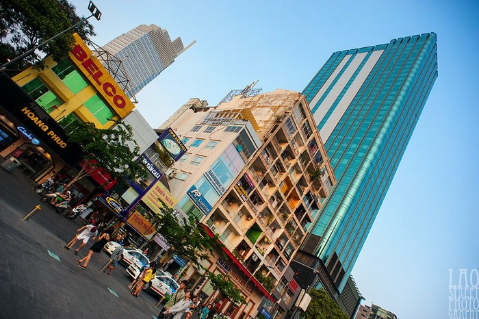 Mùa khô - dịp lý tưởng để thong dong dạo phố đi bộ Nguyễn Huệ
