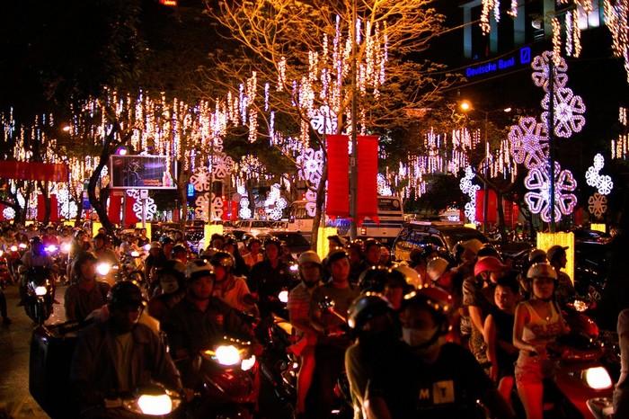 Sài Gòn hoa lệ nhộn nhịp đón lễ Giáng sinh