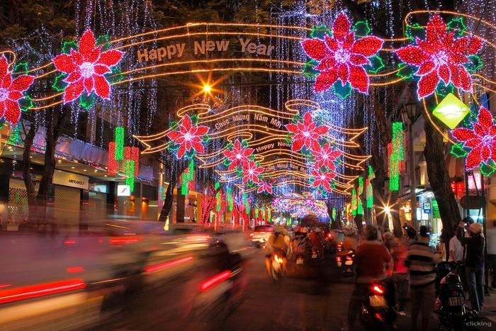 Những con phố Sài thành trang hoàng lộng lẫy đón chào năm mới
