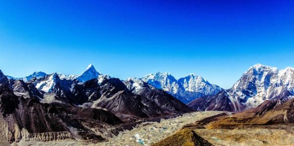À, đây là nhìn từ đỉnh Kalapather ở độ cao 5550m.